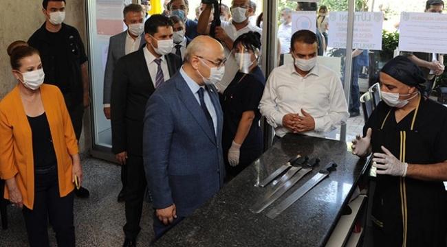 İzmir Valisi Yavuz Selim Köşger koronavirüs denetiminde