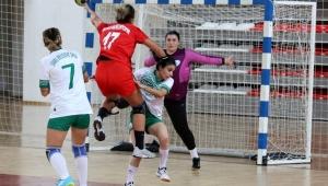 İzmir Büyükşehir Belediye Kadınlar Hentbol Süper Ligi'nde Sivas Belediyespor'u 32 - 35 yendi