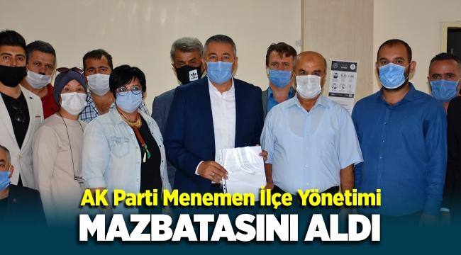 AK Parti Menemen İlçe Başkanı Ahmet Can Çelik mazbatasını aldı