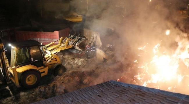 Aksaray'da Muhtarın aracını kundaklayan hırsızlar azanın samanlarını da ateşe verdi