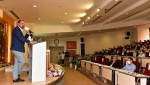 Başkan Gümrükçü'den belediye personeline 500 gün sunumu