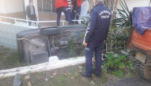 Edremit'te Otomobil evin bahçesine düştü: 2 yaralı