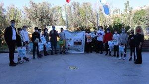 İzmir'de Öğrencilerden sokak hayvanlarına mama desteği