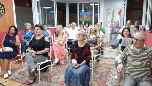 Karşıyaka'da Azerbaycan'a destek şarkılarla geldi