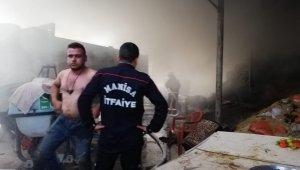 Manisa Soma'da çiftlikte yangın çıktı 800 saman balyası kül oldu