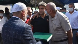 Mersin'de bir cinayet olayı nedeniyle aralarında 3 yıldır husumetli iki aile Kur'an'a el basıp yemin ederek barıştı