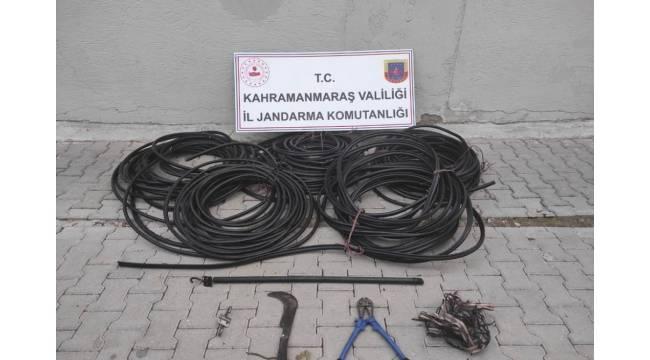 380 metre kablo çalan hırsızlar trafik kazasında yakalandı