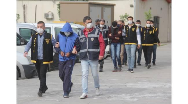 Adana'da 47 yıl 5 ay 10 gün hapis cezası alan 4 hükümlü yakalandı