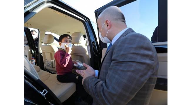 Ağrı Valisi Dr. Varol makam aracını çocuklara tahsis etti