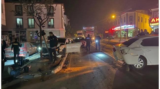Alkollü sürücü kırmızı ışıkta bekleyen araca çarptı