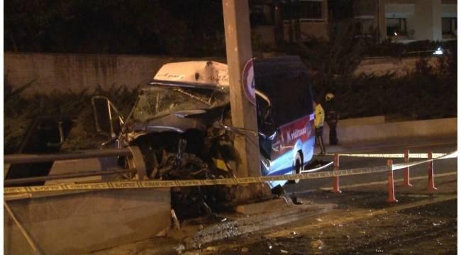 Ankara'da dolmuş yön direğine çarptı: 1 ölü, 1 yaralı