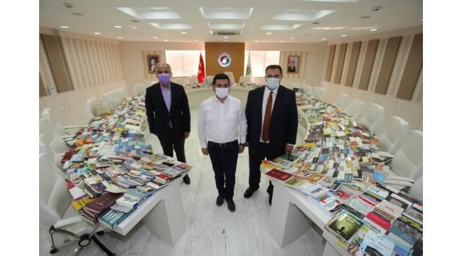 Bakan Ersoy'dan Cemil Meriç Kitaplığı'na 2 bin kitap bağışı