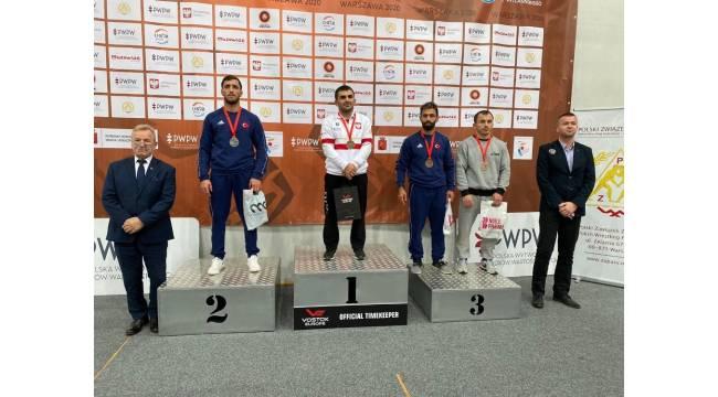 Bartın Üniversitesi'nin milli güreşçileri Rusya, Polonya ve Hırvatistan'dan madalyalarla dönüyor