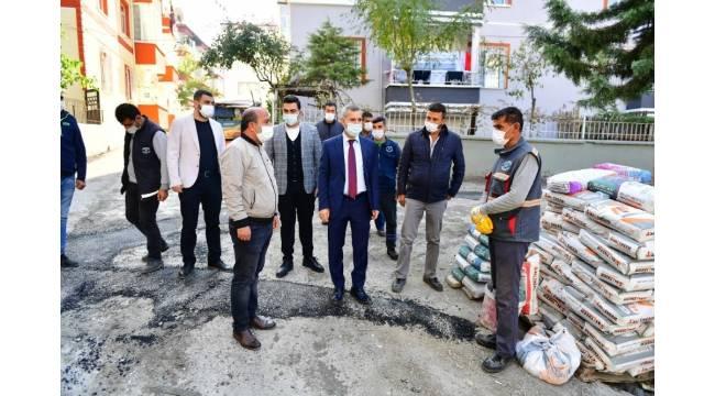 Başkan Çınar, yol ve kaldırım yenileme hizmetlerini inceledi