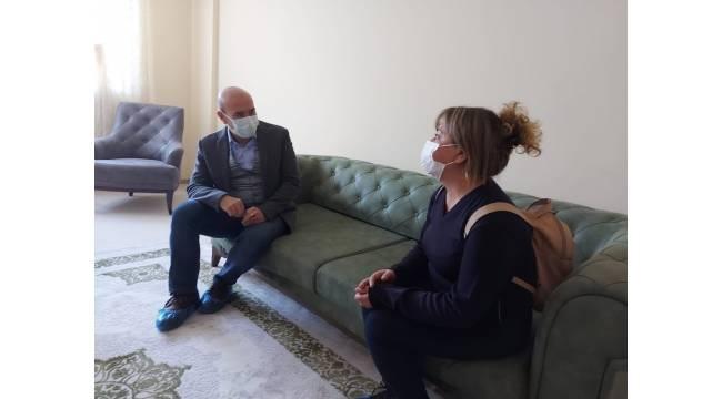 Başkan Soyer, Uzundere'deki konutlara yerleşen depremzedeleri ziyaret etti