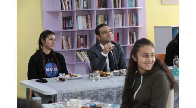 Başkan Vekili Aslan gençlerle bir araya geldi