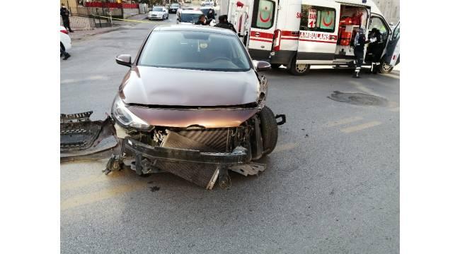 Başkentte polis arabası kaza yaptı: 3 yaralı