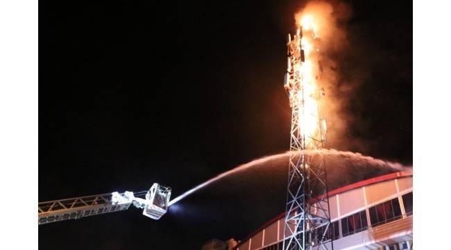 Baz istasyonunun direği alev alev yandı