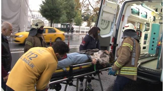 Beşiktaş'ta direksiyon hakimiyetini kaybeden sürücü kaldırıma çıktı