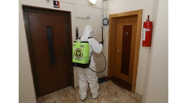 Buca Belediyesinden korona virüsü görülen apartmanlara dezenfekte
