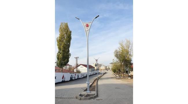 Bulanık'taki cadde ve sokaklara modern aydınlatma direkleri yerleştirildi