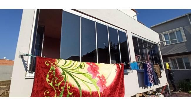 Bursa'da hatalı cam balkon bütün aileyi zehirledi