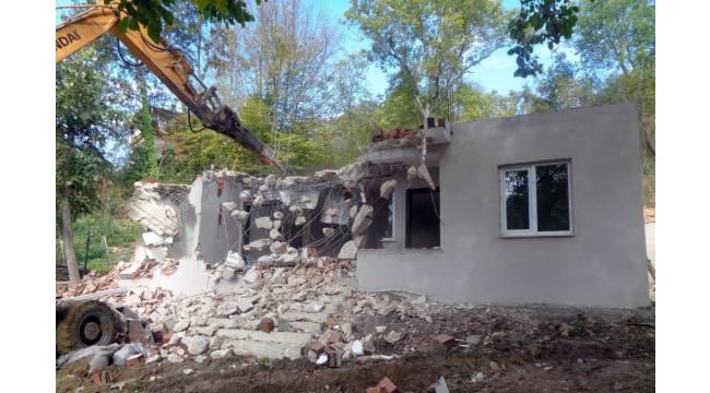 Bursa'da kaçak yapılar tek tek yıkılıyor