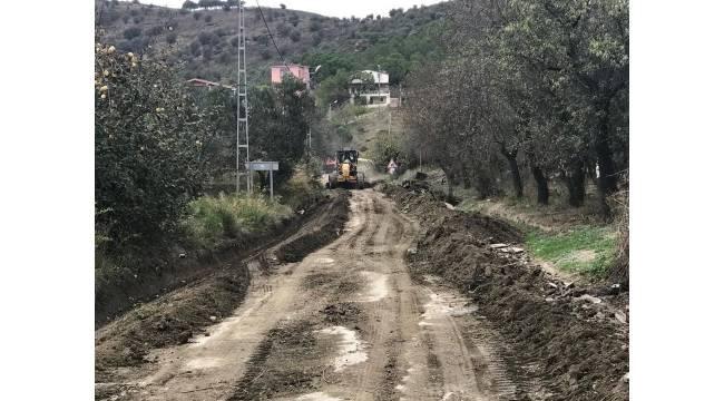 Büyükşehir yağışlardan zarar gören yolları onardı