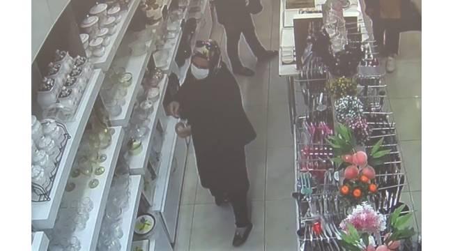 Çerezlik kaseleri çalan kadın kameraya yakalandı