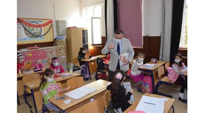 Çocuklara boyama kitabıyla korana virüs anlatıldı
