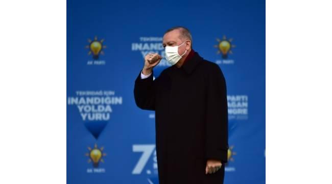 """Cumhurbaşkanı Erdoğan: """"AK Parti kaybederse, Türkiye'nin belirsizlik, istikrarsızlık, siyasi ve mali boyunduruk çukuruna yuvarlanacağı, Türkiye kaybederse AK Parti'nin yerle yeksan olacağı gerçeğiyle karşı karşıyayız"""""""