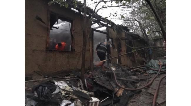 Düzce'de ahşap ev alev alev yandı: 1 yaralı