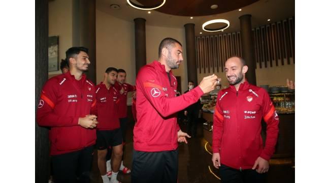 Efecan Karaca'nın doğum günü kutlandı