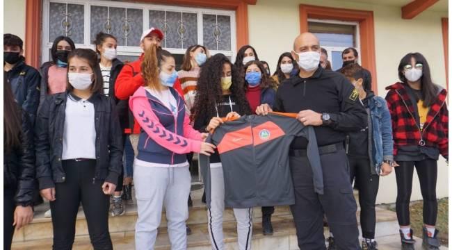 Emniyet'ten kadın futbol takımına destek