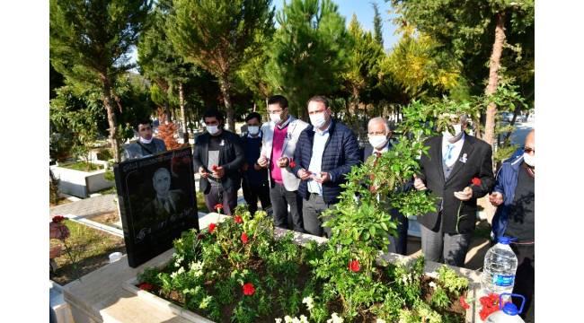 Eski Çiğli Belediyesi Başkanı Ensari Bulut, mezarı başında anıldı