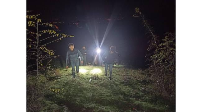 Evlerinden dolaşmak için çıkan iki kardeş ormanlık alanda kayboldu
