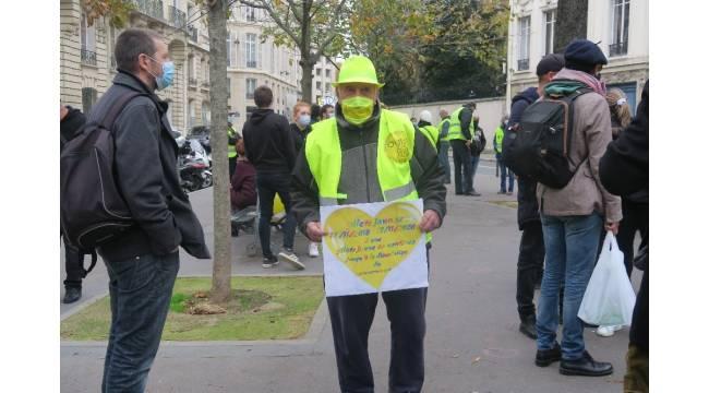 Fransa'da Sarı Yelekliler gösterilerinin 2. yıldönümü için sokaklarda