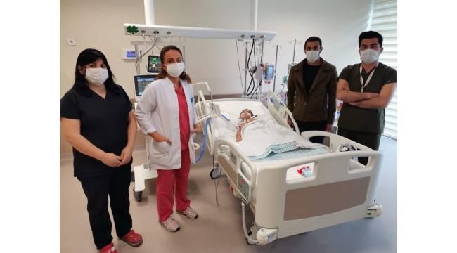 Gıda zehirlenmesi şüphesiyle Kayseri Şehir Hastanesi'ne gelen minik İlayda'da Guillain-Barre tespit edildi