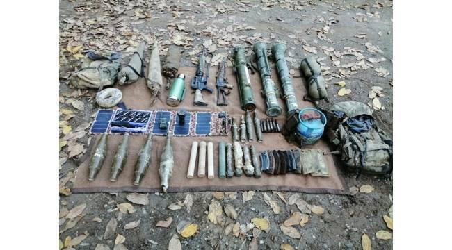 Hakkari'de PKKKCK bölücü terör örgütüne ait çok sayıda mühimmat ve yaşam malzemesi ele geçirildi