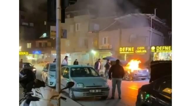 Hatay'da lüks otomobil alev aldı