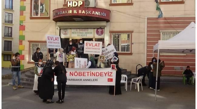 HDP önündeki ailelerin nöbeti kararlılıkla devam ediyor