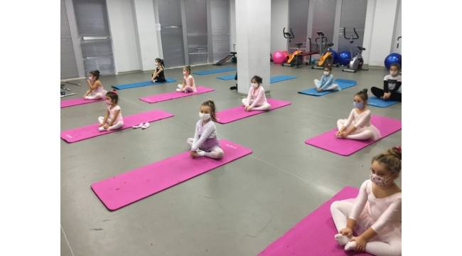 İzmit Belediyesi halk dansları eğitimlerine başladı