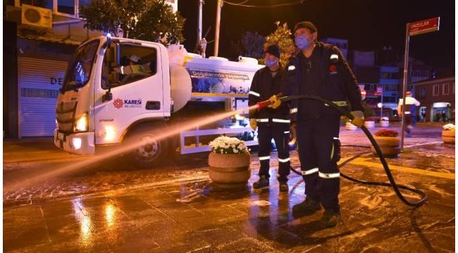 Karesi Belediyesi çarşıyı deterjanla yıkadı