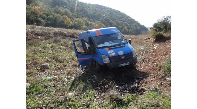 Kargo şirketine ait kamyonet şarampole uçtu: 2 yaralı
