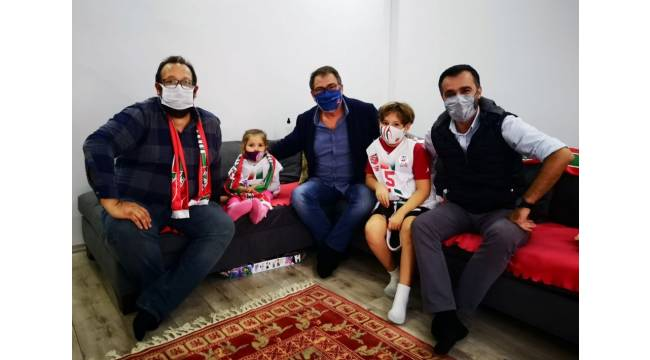 Karşıyaka'dan depremin simgesi Ayda'ya ziyaret