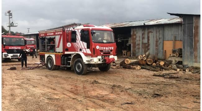 Kocaeli'de ahşap palet fabrikasında yangın