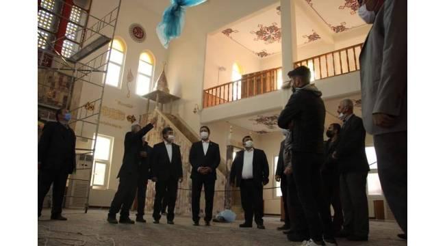 MHP'li Bulut, restore edilen camide incelemelerde bulundu