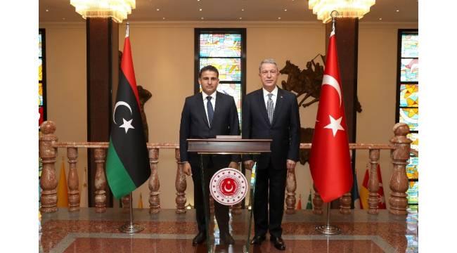 Milli Savunma Bakanı Akar, Libya Savunma Bakanı Namroush ile bir araya geldi