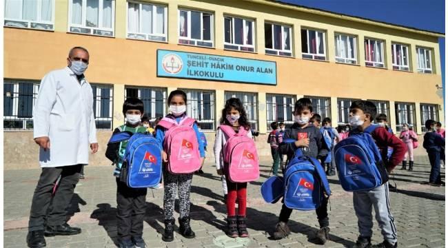 Ordulu şehit hakimin adını taşıyan okula Altınordu'dan kırtasiye desteği