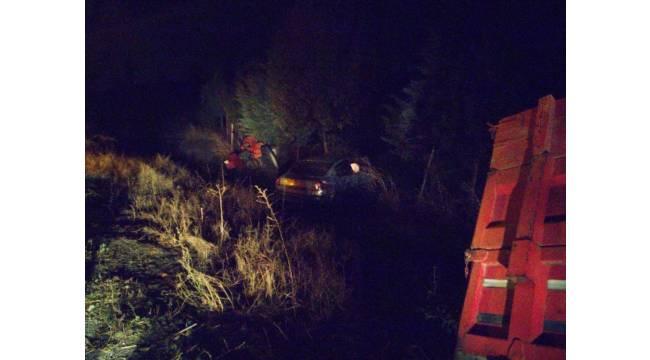 Otomobil ile traktör çarpıştı: 1'i ağır, 6 yaralı